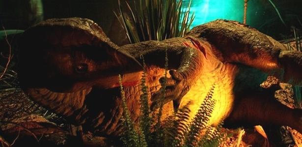 Robô de iguanodonte está na exposição Mundo Jurássico, no Rio de Janeiro (RJ)