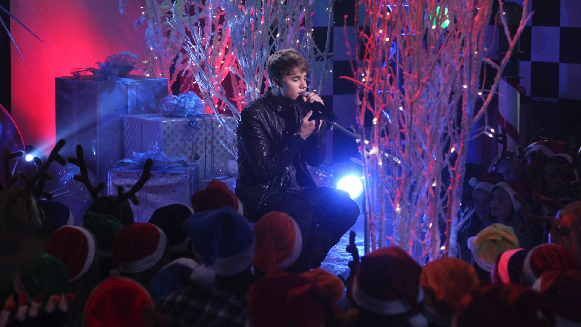 Justin Bieber participa do episódio de Natal do programa