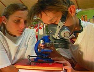 DNA, células-tronco, nanotecnologia, genética e astronomia são alguns dos temas que o programa mostra às crianças