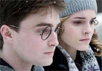 Personagens Harry Potter e Hermione Granger em cena do sexto filme
